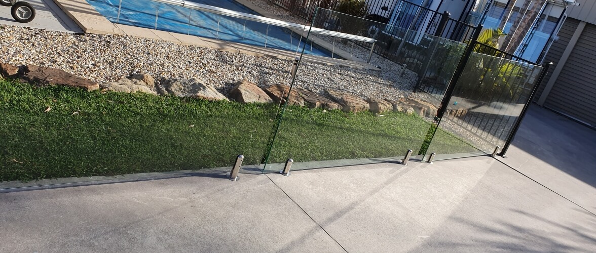 Unbreakable Glass Home Slider Smashed Pool Glass Repair and Replacement